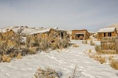 Edificios dilapidados y resistidos en un pueblo fantasma 75100 Fotos de archivo