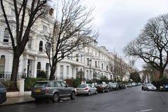 Edificios elegantes en nada colina, Londres fotos de archivo