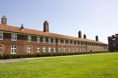 Edificios en acercamiento a Hampton Court Palace que fue construido originalmente para Thomas Wolsey cardinal foto de archivo libre de regalías