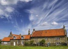 Edificios en aldea inglesa Fotos de archivo libres de regalías