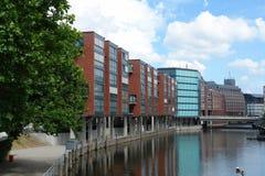 Edificios en el canal Fotografía de archivo libre de regalías