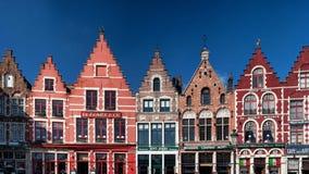 Edificios en el cuadrado central - Brujas Imagen de archivo