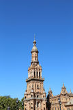 Edificios en el cuadrado español Famous Plaza de Espana (era el lugar para la exposición latinoamericana de 1929) - en Sevilla Foto de archivo libre de regalías