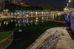Edificios en el tiempo de la vida de noche, Milán, Italia de Darsena Fotos de archivo