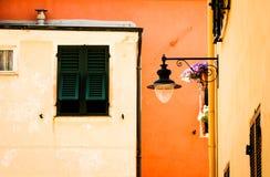 edificios en el varigotti Liguria Foto de archivo