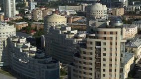 Edificios en la ciudad almacen de metraje de vídeo