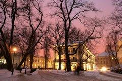 Edificios en la noche Fotos de archivo libres de regalías