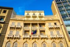 Edificios en la 'promenade' de la orilla del mar de Nápoles Imagenes de archivo