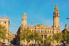 Edificios en la 'promenade' por el puerto Vell en Antonio Lopez Plaza imagen de archivo