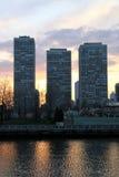 Edificios en la puesta del sol foto de archivo
