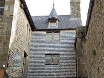 Edificios en la yarda interna de la abadía de santo-Miguel del mont Fotografía de archivo libre de regalías