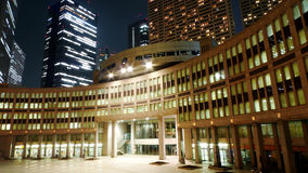 Edificios en Shinjuku, Tokio en la noche Imagen de archivo