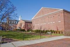 Edificios en un campus universitario Imagen de archivo