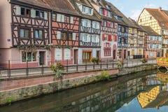 Edificios enmarcados de la madera colorida en Colmar, Francia Fotografía de archivo libre de regalías