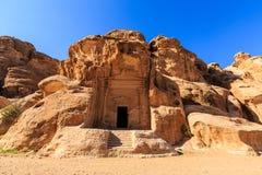 Edificios excavados de poco Petra en el al-Barid de Siq, Wadi Musa, Jord Imagen de archivo
