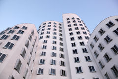 Edificios futuristas en Düsseldorf, Alemania Imagenes de archivo