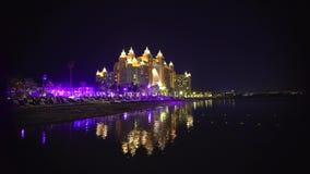 Edificios hermosos de Dubai en United Arab Emirates almacen de metraje de vídeo