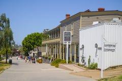 Edificios hermosos en San Diego Old Town - SAN DIEGO - CALIFORNIA - 21 de abril de 2017 Imágenes de archivo libres de regalías