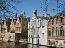Edificios históricos en la ciudad vieja de Brujas, Bélgica Imagenes de archivo