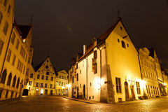 Edificios históricos en la ciudad vieja de Tallinn Imágenes de archivo libres de regalías