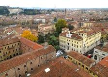 Edificios históricos hermosos de Verona Old Town, Italia Foto de archivo