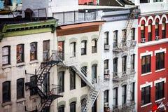 Edificios históricos a lo largo de frondoso en Chinatown New York City fotos de archivo
