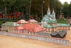 Edificios históricos miniatura de las disposiciones en el parque, Smolensk, Rusia Imagen de archivo