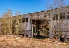 Edificios industriales abandonados Campo Foto de archivo libre de regalías