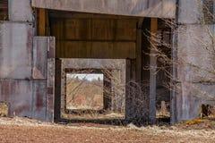Edificios industriales abandonados Campo Imagenes de archivo