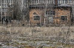 Edificios industriales destruidos y abandonados Imagenes de archivo