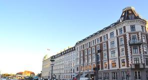Edificios a lo largo del canal de Nyhavn fotos de archivo libres de regalías