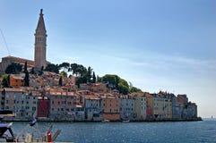 Edificios a lo largo del mediterráneo. fotos de archivo libres de regalías