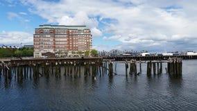 Edificios a lo largo del puerto de Boston fotos de archivo