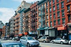 Edificios maravillosamente restaurados de la arenisca de color oscuro en Manhattan Fotografía de archivo libre de regalías