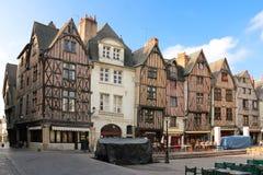 Edificios medievales en el lugar Plumereau viajes francia fotos de archivo libres de regalías