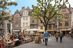 Edificios medievales en el lugar Plumereau viajes francia imagenes de archivo