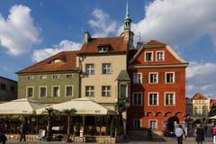 Edificios medievales en plaza del mercado. Poznán. Polonia Imagen de archivo libre de regalías
