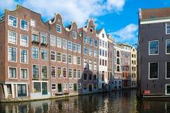 Edificios medievales holandeses tradicionales en Amsterdam Fotografía de archivo libre de regalías