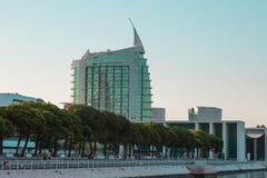 Edificios modernos de Lisboa en el parque de expo 98 Portugal de Lisboa de las naciones Imagen de archivo libre de regalías