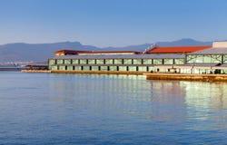 Edificios modernos del embarcadero de Konak Ciudad de Esmirna, Turquía Foto de archivo libre de regalías