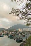 Edificios modernos del Highrise con el cielo azul en la ciudad en el pico del ` s de Victoria, Hong Kong imagenes de archivo