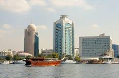 Edificios modernos en Dubai Creek Fotos de archivo