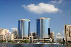 Edificios modernos en Dubai Creek Imágenes de archivo libres de regalías