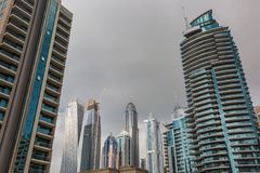 Edificios modernos en el puerto deportivo de Dubai, Dubai, UAE Fotos de archivo libres de regalías