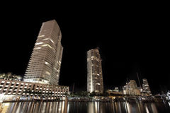 Edificios modernos en la noche Fotografía de archivo