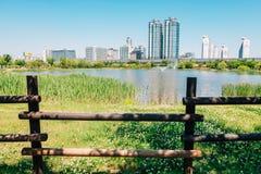 Edificios modernos y paisaje natural en Corea foto de archivo libre de regalías
