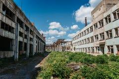 Edificios o fábricas abandonados industriales Fotos de archivo