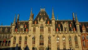 Edificios provinciales de la corte y de Historium Brujas imagen de archivo