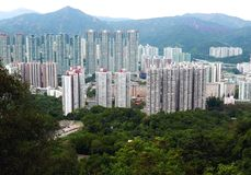 Edificios residenciales apretados en Hong Kong China fotos de archivo