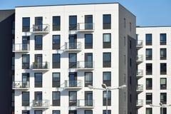 Edificios residenciales del apartamento moderno foto de archivo libre de regalías
